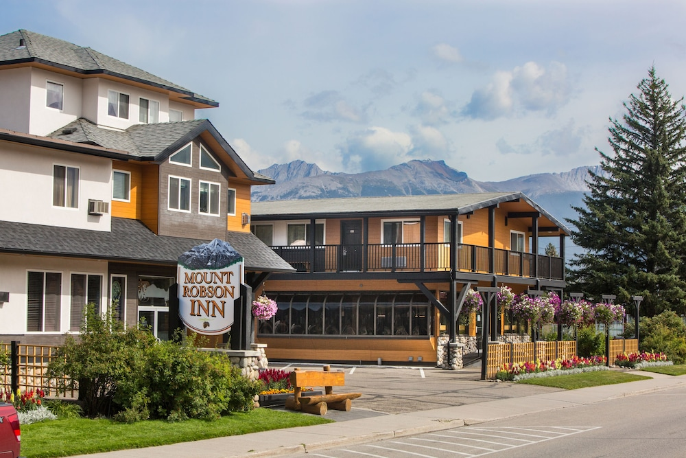 Featured Image, Mount Robson Inn