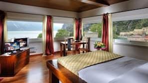 Minibar, Zimmersafe, Schreibtisch, Babybetten