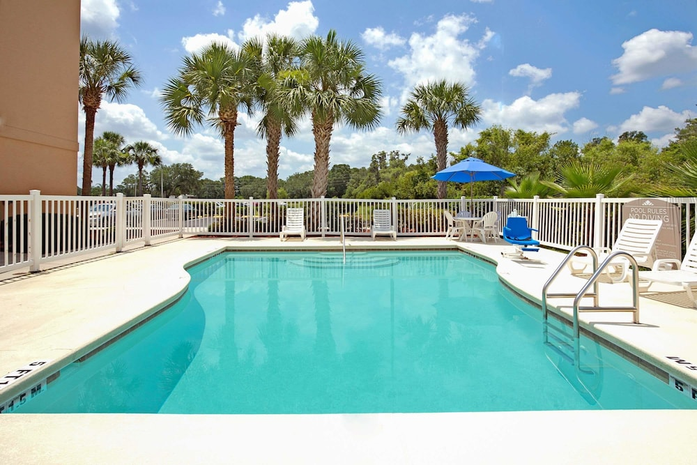 Pool, Microtel Inn & Suites by Wyndham Bushnell