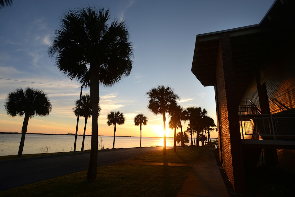 singles in fort walton beach In fort walton beach, florida, there's so much to do from speed dating, roller-skating on the boardwalk or trendy bars and clubs to hang out in, there are lots of options when it comes to meeting men and women in your local area of fort walton beach, florida.