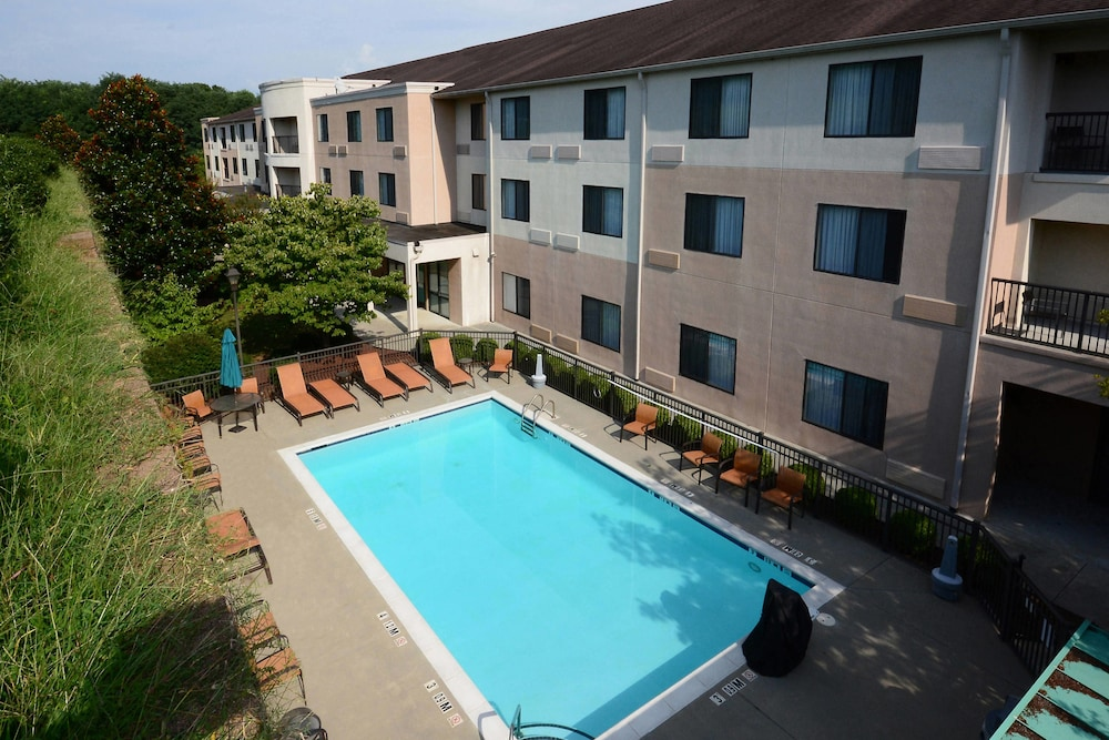 Outdoor Pool, Courtyard by Marriott Danville