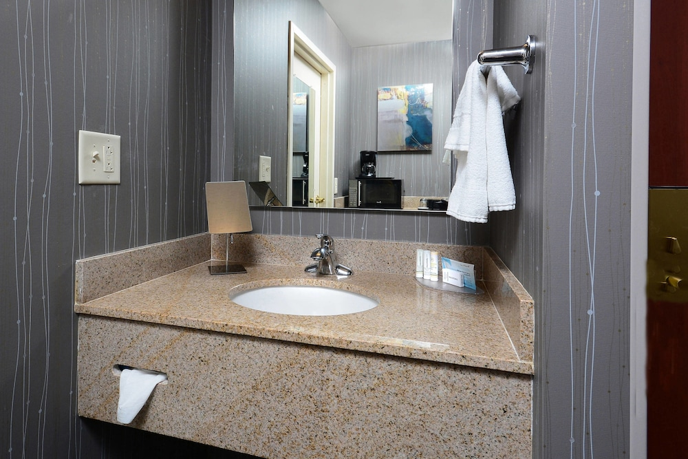 Bathroom, Courtyard by Marriott Danville