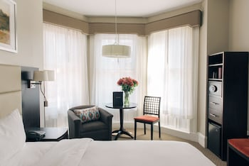 Bay Window King, 1 King Bed - Guestroom