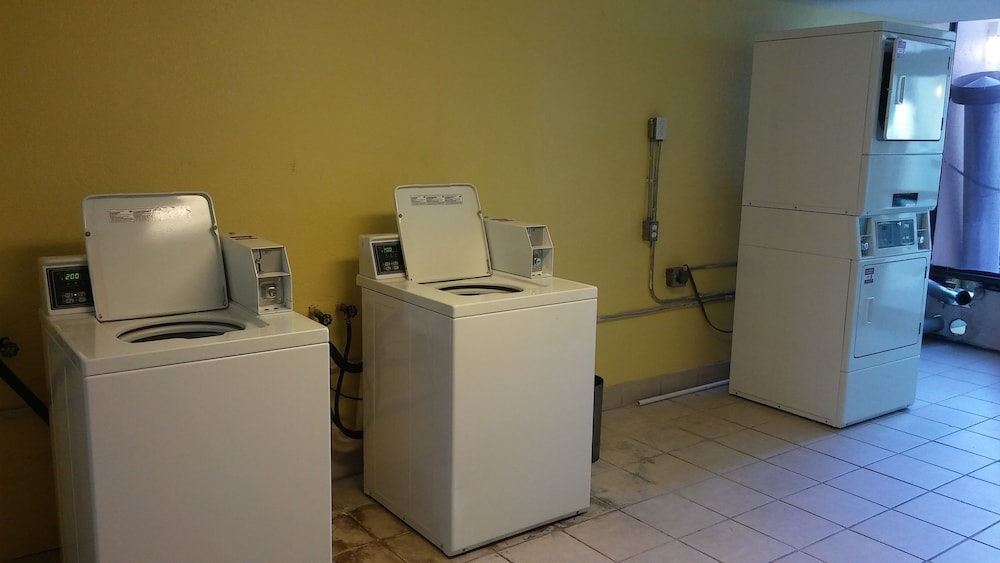 Laundry Room, Clarion Hotel Orlando International Airport