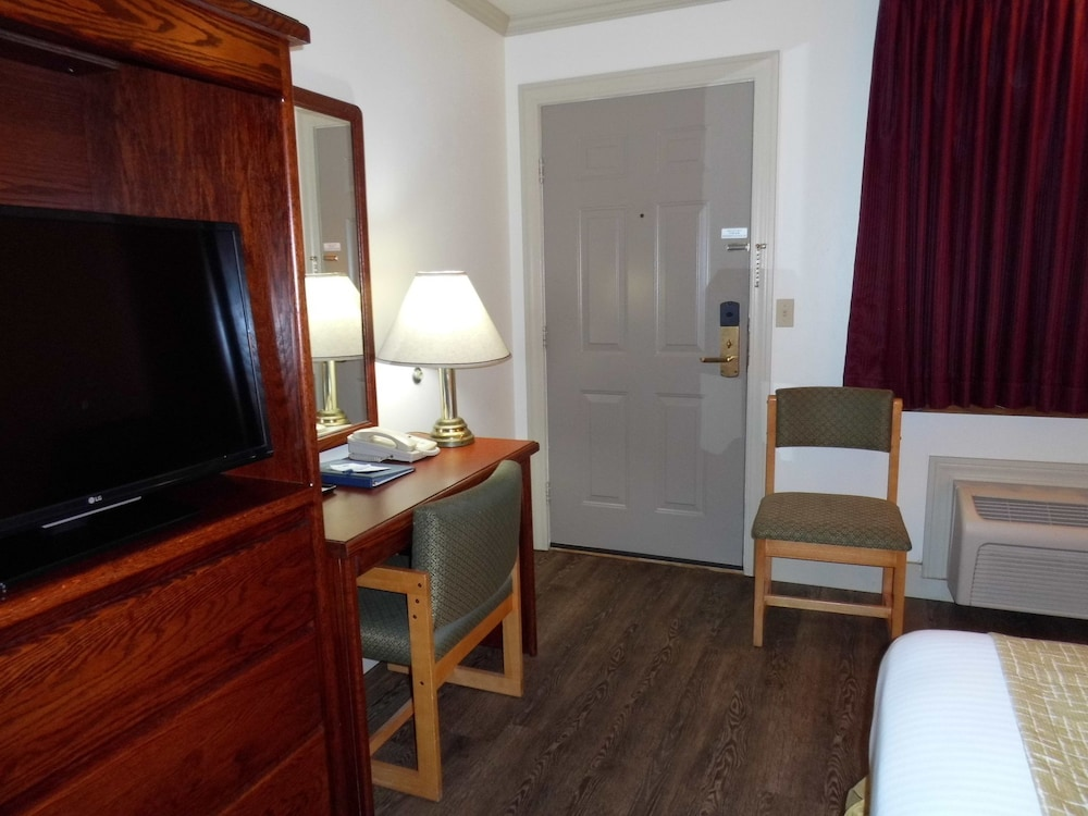 Travelodge By Wyndham Livingston  2018 Room Prices  37