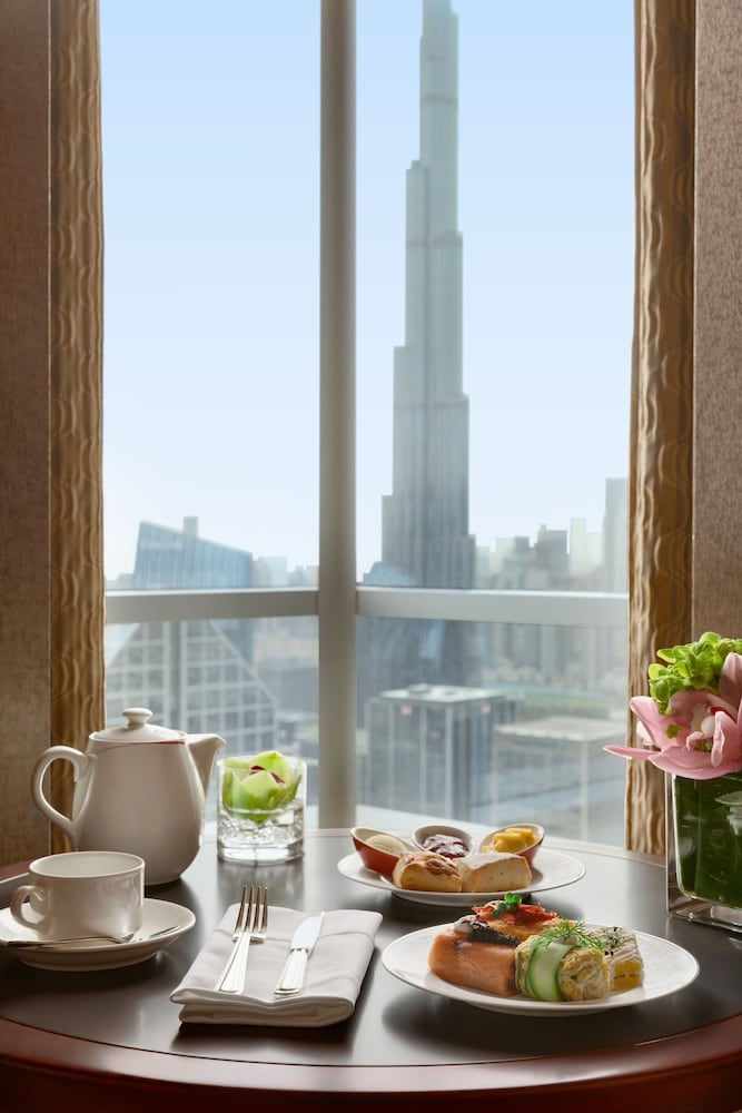In-Room Dining, Shangri La Hotel Dubai