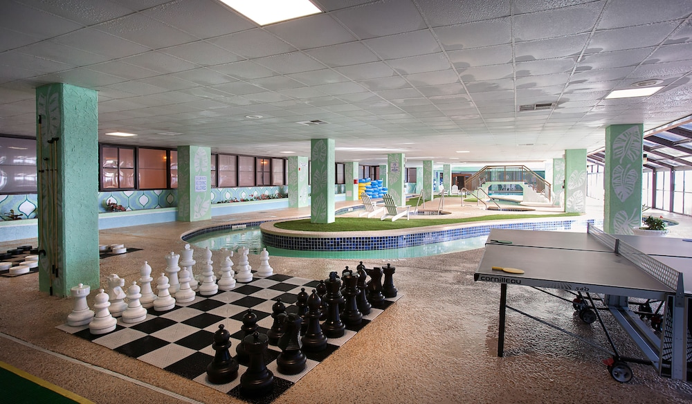 Game Room, Grande Cayman Resort