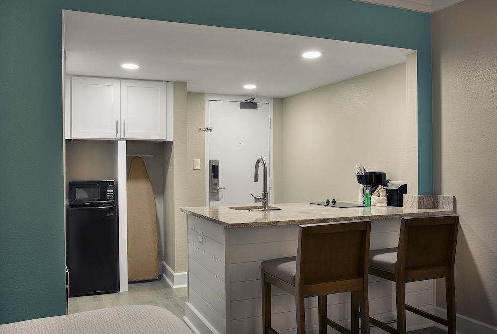 Private Kitchenette, Grande Cayman Resort
