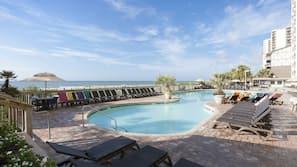 2 indoor pools, 5 outdoor pools, pool loungers