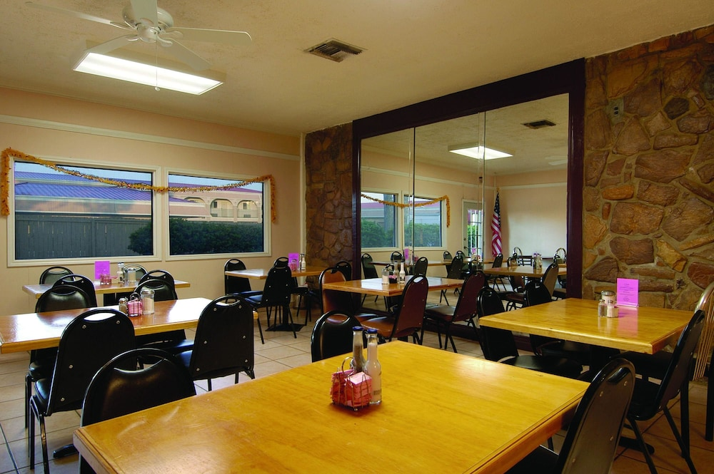 Breakfast Area, Americas Best Value Inn & Suites College Station