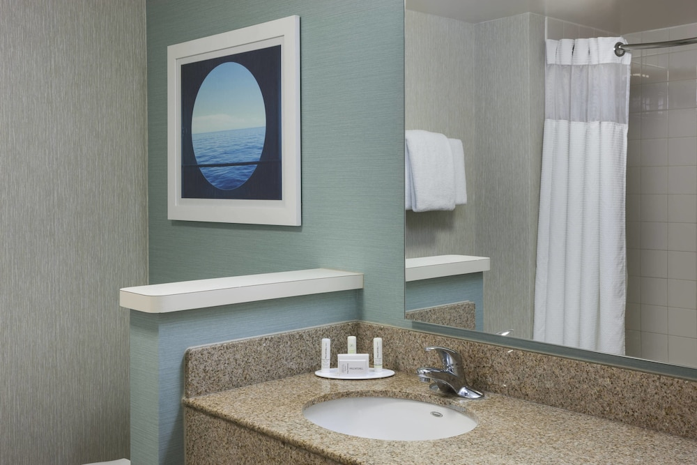 Bathroom, Courtyard by Marriott Carolina Beach
