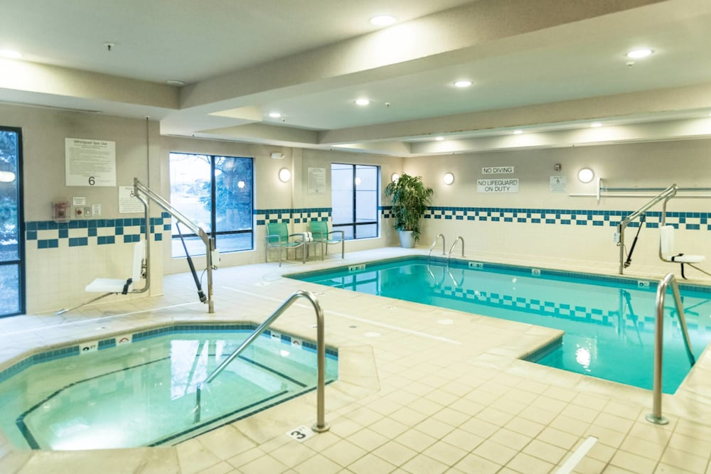 Pool, Fairfield Inn and Suites by Marriott Muskegon Norton Shores