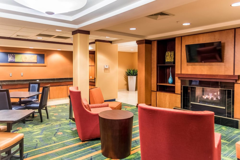 Lobby, Fairfield Inn and Suites by Marriott Muskegon Norton Shores