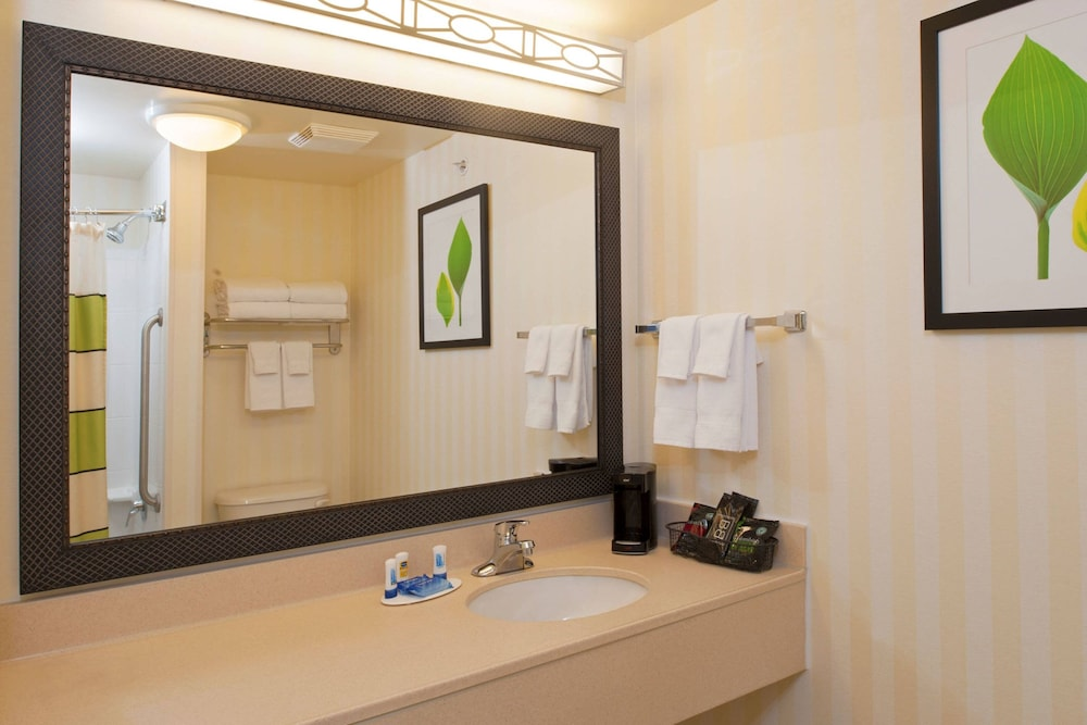 Bathroom, Fairfield Inn and Suites by Marriott Muskegon Norton Shores