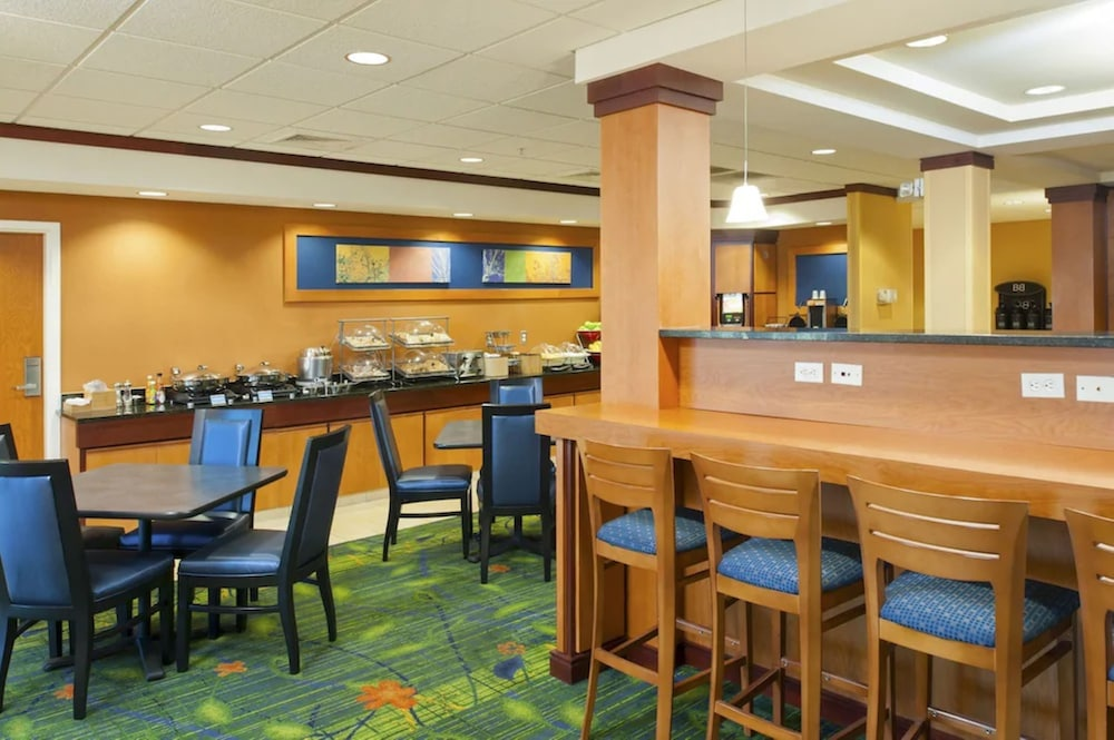Breakfast Area, Fairfield Inn and Suites by Marriott Muskegon Norton Shores