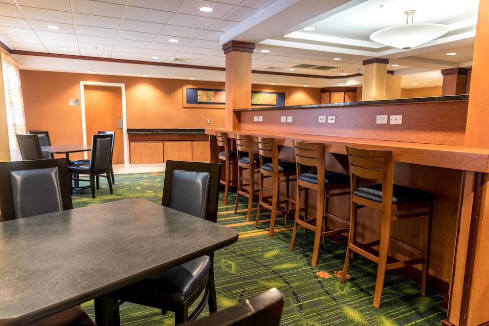 Restaurant, Fairfield Inn and Suites by Marriott Muskegon Norton Shores