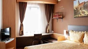 Coffres-forts dans les chambres, bureau, fer et planche à repasser
