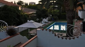 Seasonal outdoor pool, open 9 AM to 8 PM, pool umbrellas, pool loungers