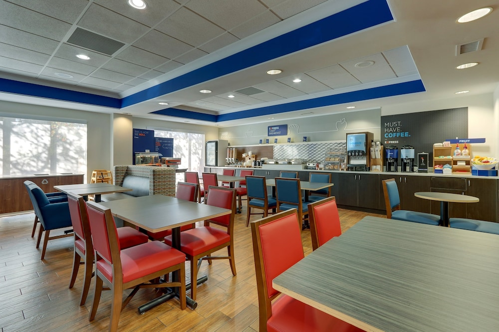 Breakfast Meal, Holiday Inn Express Hotel & Suites Dayton-Centerville, an IHG Hotel