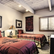 Deluxe Room, 2 Bedrooms, Kitchen - Guestroom