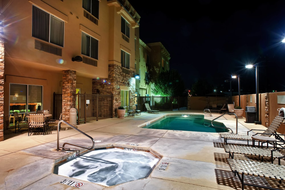 Outdoor Pool, Fairfield Inn and Suites by Marriott Roswell