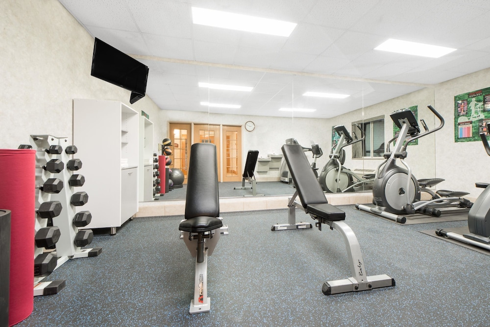 Fitness Facility, Days Inn & Suites by Wyndham Dumas