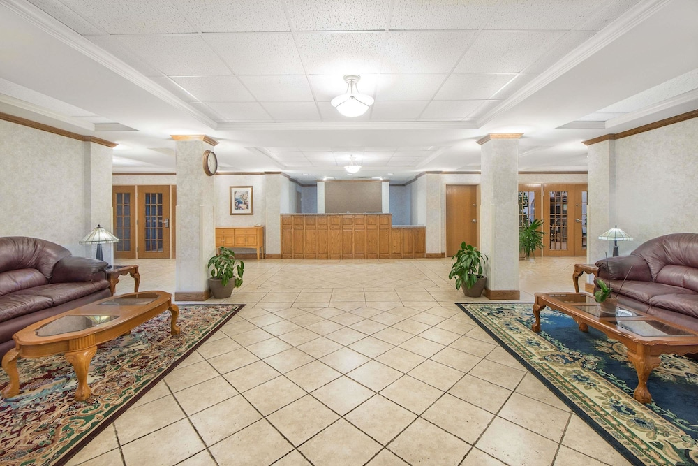 Lobby, Days Inn & Suites by Wyndham Dumas