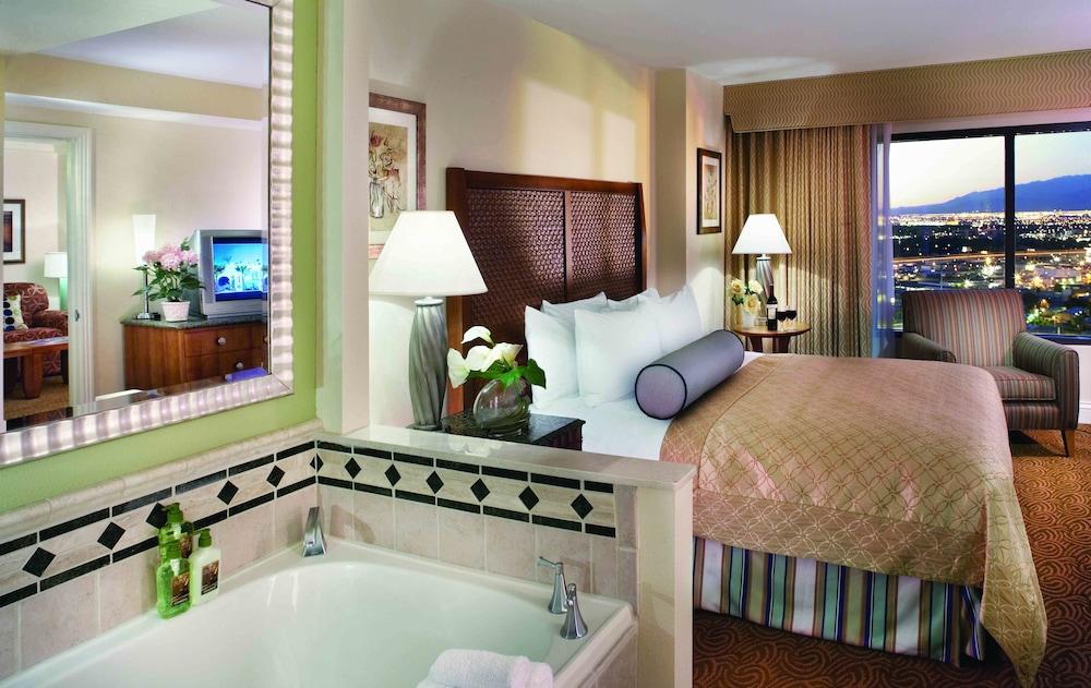Hilton grand vacations on the las vegas strip in las vegas hotel rates reviews on orbitz for 2 3 bedroom suites on las vegas strip
