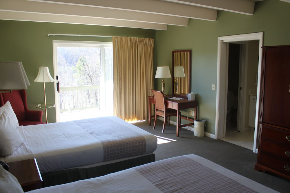 Room, Kingwood Resort