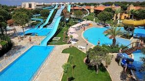 Een binnenzwembad, 4 buitenzwembaden