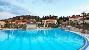 Indoor pool, 9 outdoor pools, pool umbrellas, pool loungers