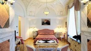 1 Schlafzimmer, Minibar, Zimmersafe, individuell eingerichtet