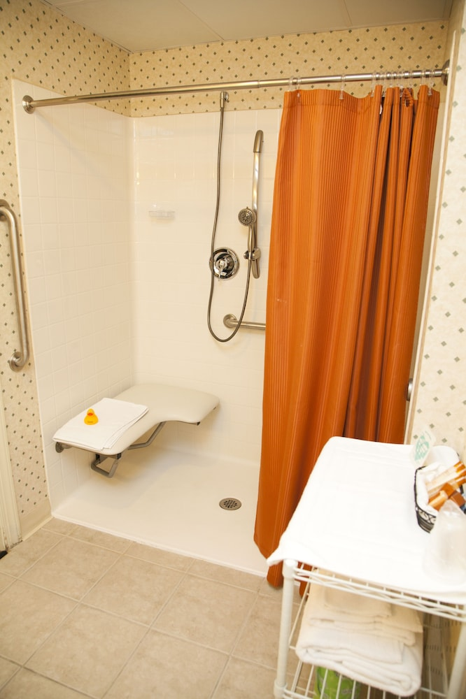 Bathroom, Genetti Hotel, SureStay Collection by Best Western
