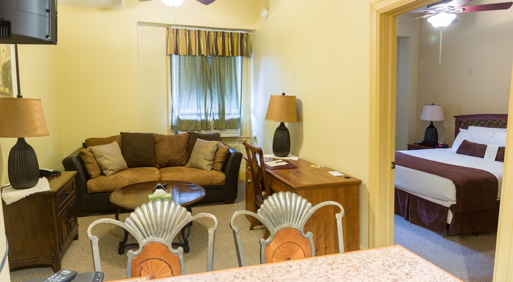 Living Room, Genetti Hotel, SureStay Collection by Best Western