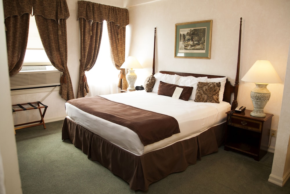Room, Genetti Hotel, SureStay Collection by Best Western