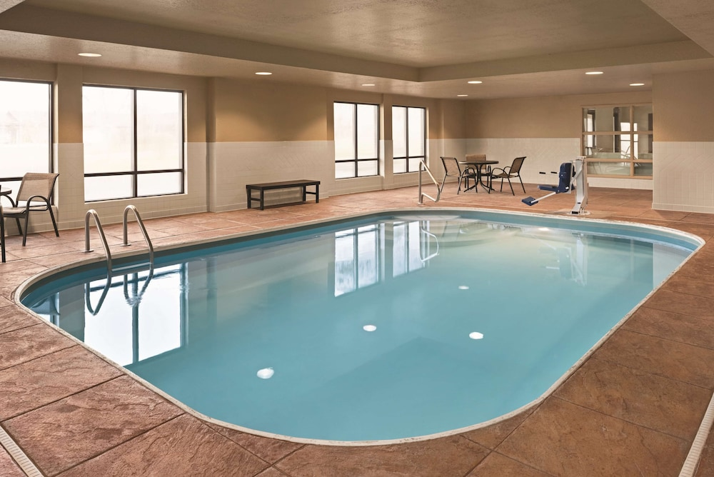 Indoor Pool, Country Inn & Suites by Radisson, Dayton South, OH