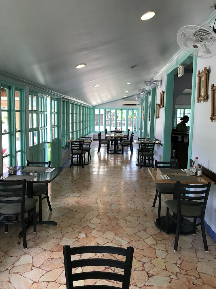 Breakfast Area, Toby's Resort