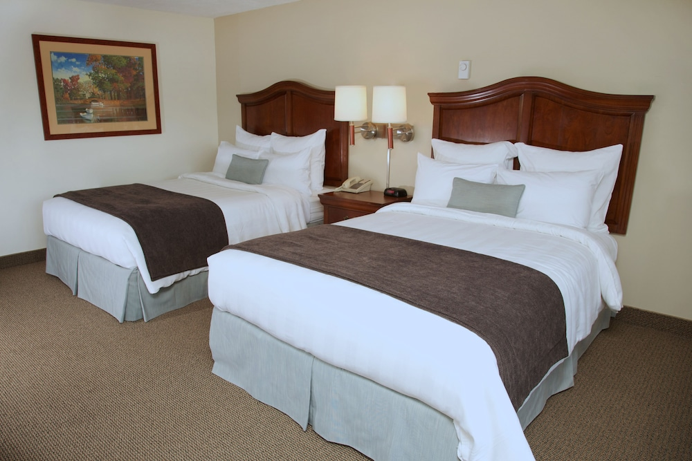 Room, Holiday Hill Inn & Suites