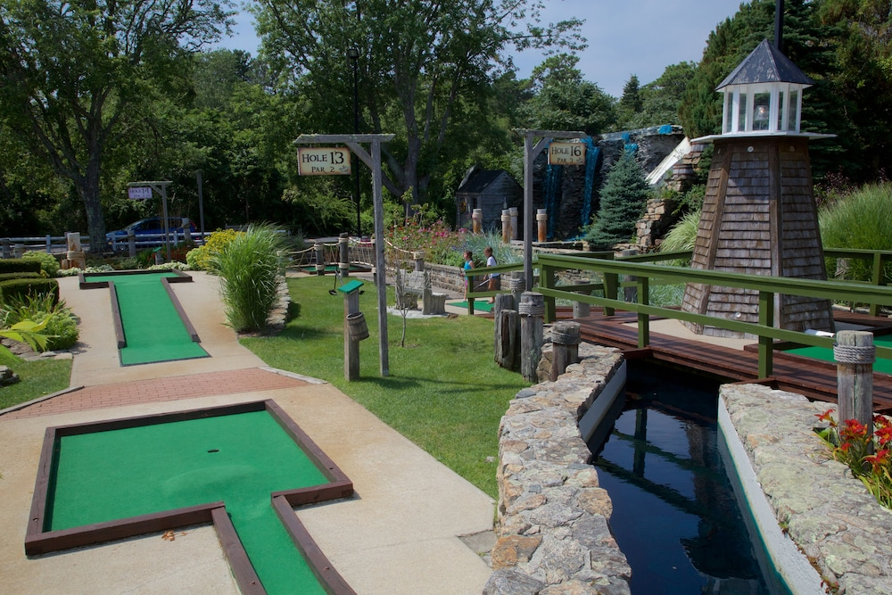 Mini-Golf, Holiday Hill Inn & Suites