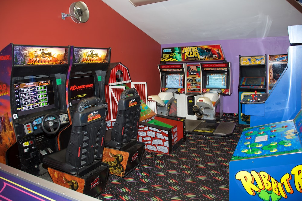 Game Room, Holiday Hill Inn & Suites