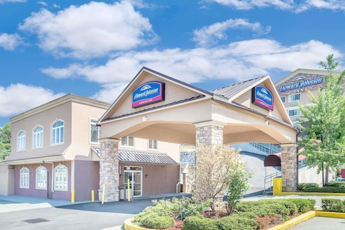 Howard Johnson by Wyndham North Bergen