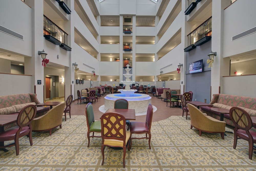 Breakfast Area, Hampton Inn & Suites by Hilton Rockville Centre