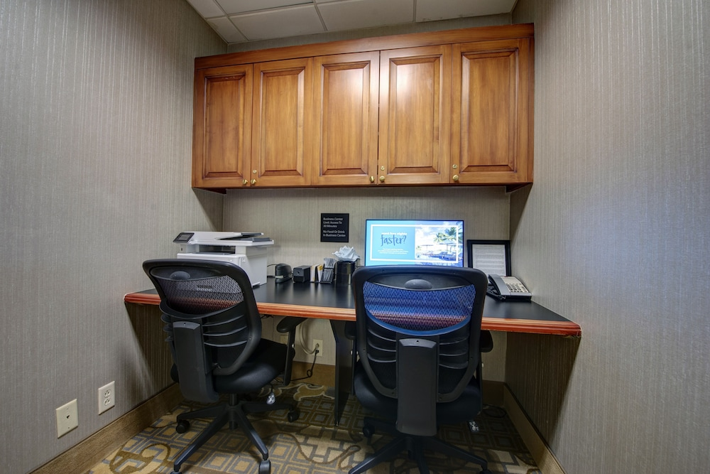 Business Center, Hampton Inn & Suites by Hilton Rockville Centre