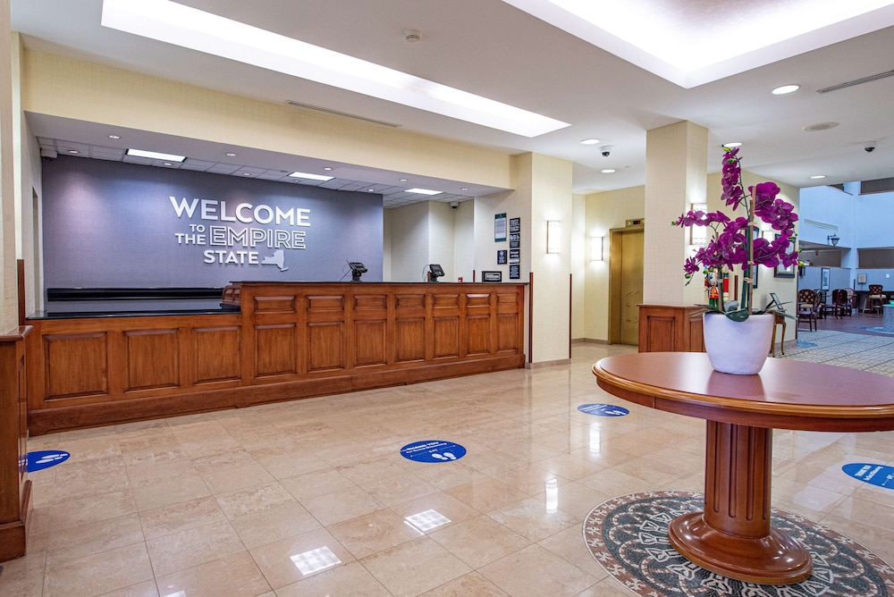 Reception, Hampton Inn & Suites by Hilton Rockville Centre