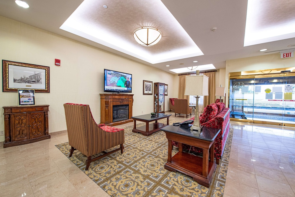 Lobby, Hampton Inn & Suites by Hilton Rockville Centre