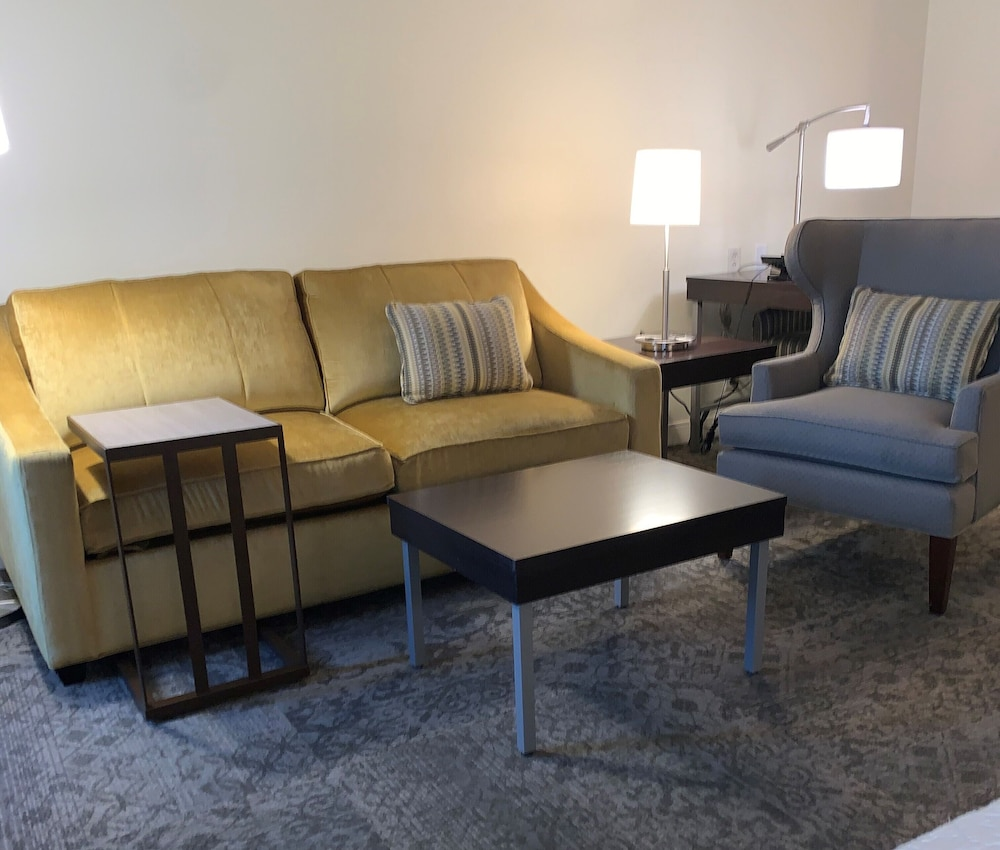 Living Area, Hampton Inn & Suites by Hilton Rockville Centre