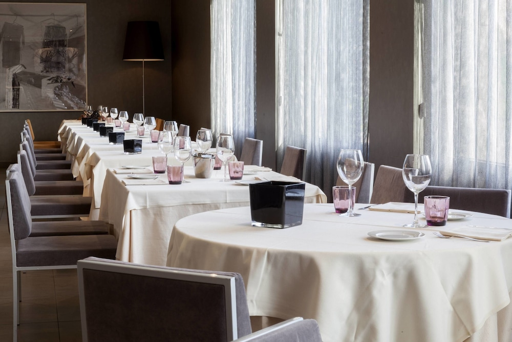 Restaurant, AC Hotel Arezzo by Marriott