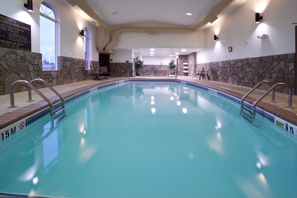 Pool, Holiday Inn Express Hotel & Suites Hill City