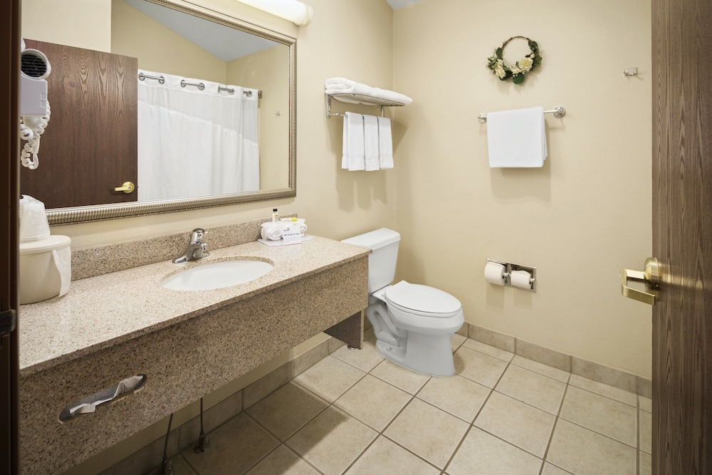 Bathroom, Holiday Inn Express Hotel & Suites Hill City