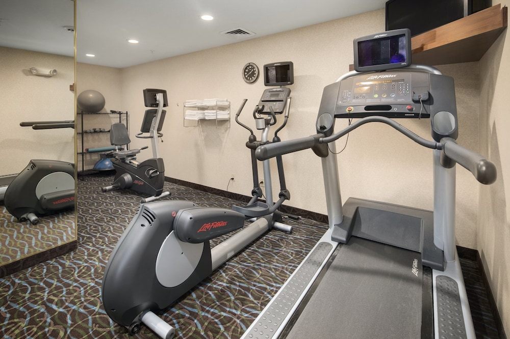 Fitness Facility, Holiday Inn Express Hotel & Suites Hill City